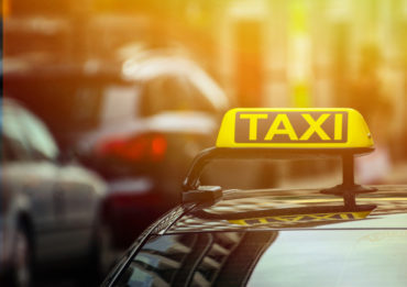 Quick Q&A: How do taxis work in Iceland?