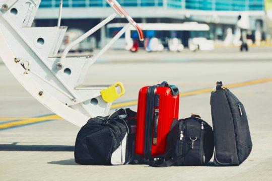 photodune-18785534-luggage-at-the-airport-xl.jpg